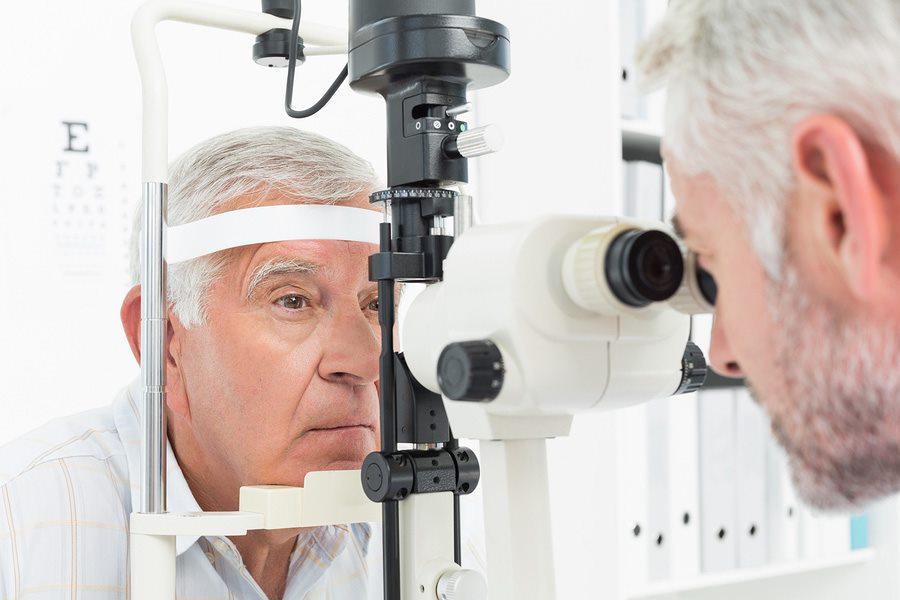 Người bệnh có nguy cơ cao mắc xuất huyết dịch kính cần khám mắt định kỳ